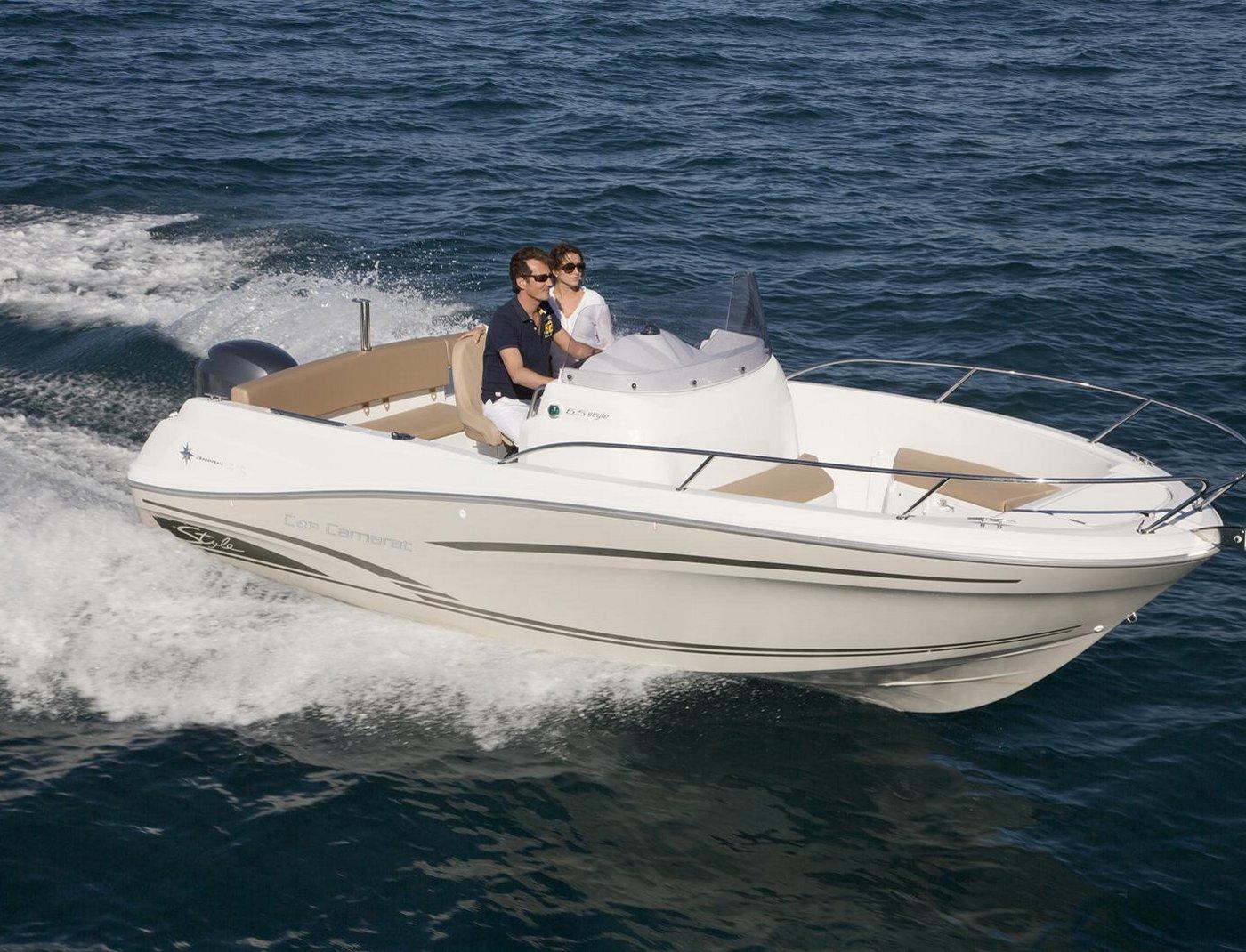 location de bateau moteur et semi rigides la londe les. Black Bedroom Furniture Sets. Home Design Ideas